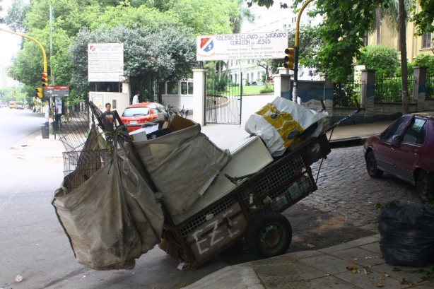 a cartoneros handtruck can way several hundred pounds when full LoRes_JerryNelson 0006