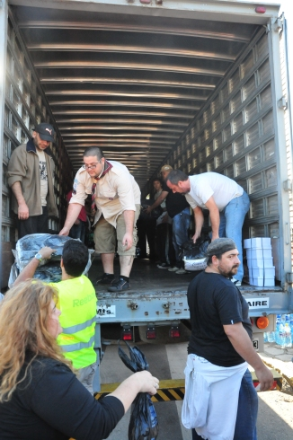 Hundreds of helping hands received, sorted and loaded donations for La Plata flood victims.